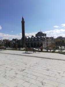 Evliya Camii ve türbe dış görünüm